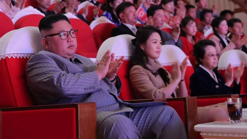 Frænka Kim Jong-un skýtur upp kollinum við hlið einræðisherrans