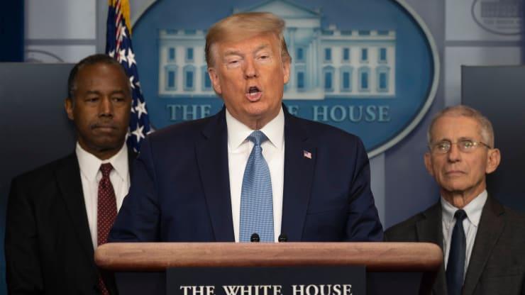 """Trump mun afhjúpa """"byltingarkennda"""" meðferð við kórónuveirunni í kvöld, segir fréttaritari Hvíta hússins"""