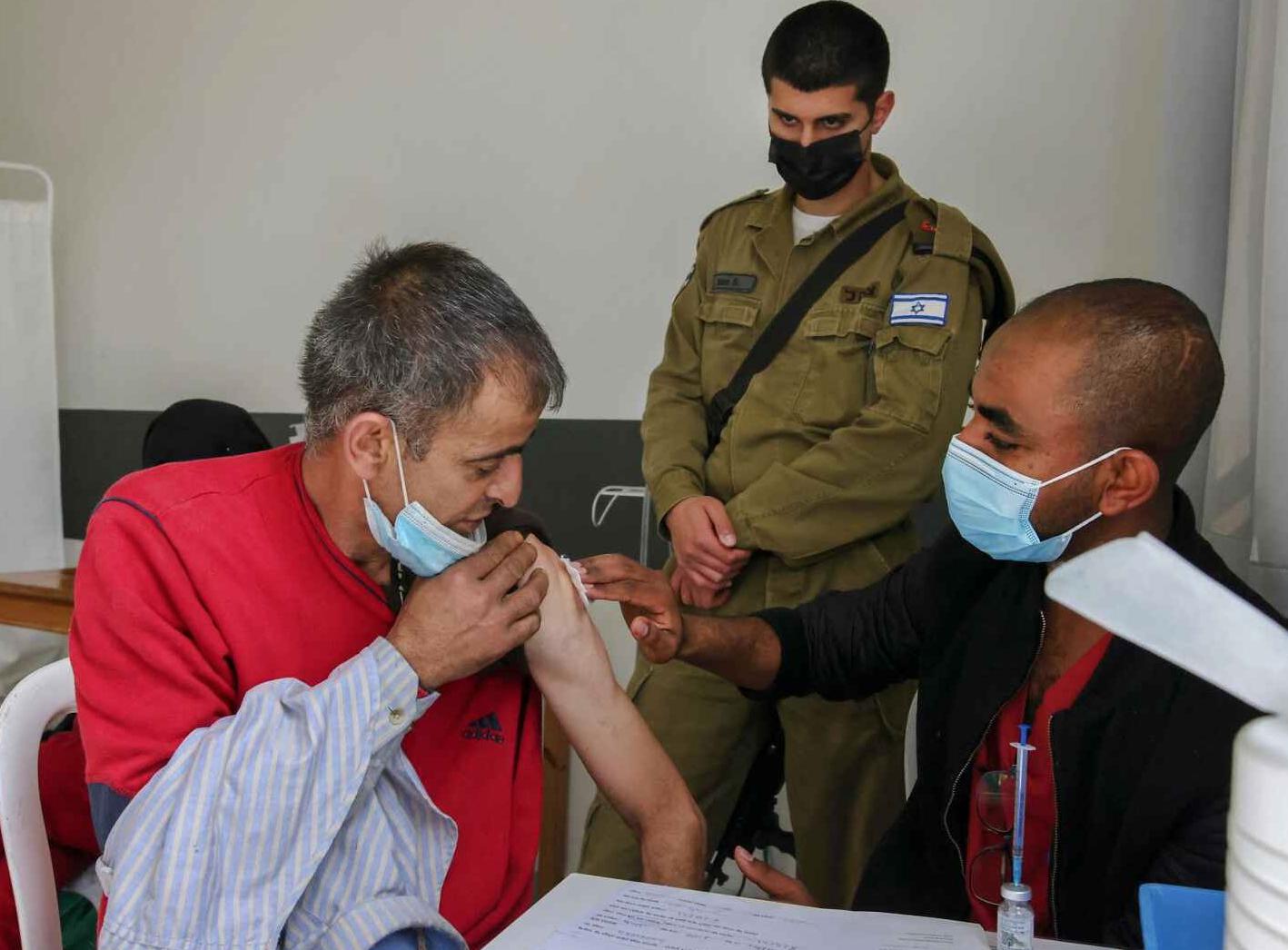 Ísrael bólusetur Palestínumenn
